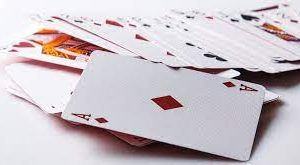 Benefits of 100% Plastic Playing Cards